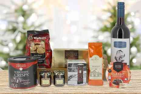 First4Hampers - Luxury Christmas wicker hamper including wine, Christmas pudding, shortbread, truffles, jam and more - Save 53%