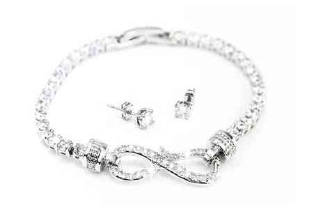 Victorias Candy - Two piece Arabella jewellery set made with crystals from Swarovski - Save 80%