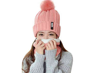 Pricebuster - Pom pom winter hat and neck warmer set - Save 67%