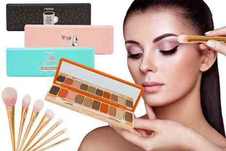 Avant Garde - 10 colour matte eyeshadow palette with makeup brushes - Save 82%